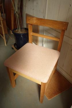 布張り椅子のシミ